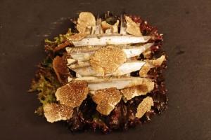Alici alla marinatura acidula con galletta di patata, spumiglia e tartufo nero
